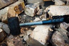 橡胶锤子拆毁砖 免版税图库摄影