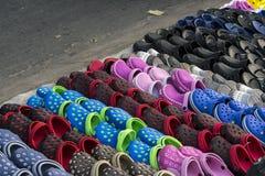 橡胶鞋子待售 库存图片