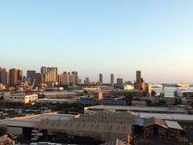檀香山口岸和街市地平线的鸟瞰图 图库摄影