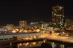 檀香山在晚上 库存照片