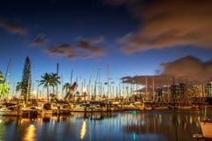 檀香山港口在夜之前 库存照片