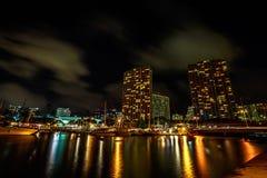 檀香山港口地平线在夜之前 免版税库存照片