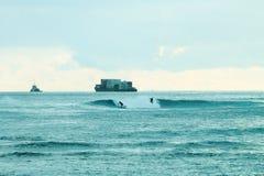檀香山,夏威夷,美国- 2016年5月30日:两个桨房客 库存图片