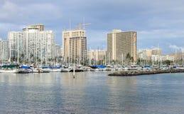 檀香山,夏威夷,美国- 2016年5月30日:游艇靠码头在丙氨酸Wai小船港口 免版税库存图片