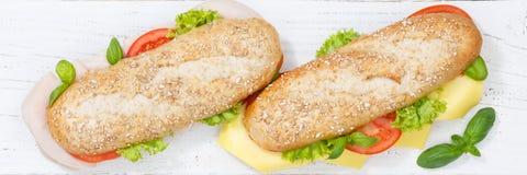 次级三明治整个五谷五谷长方形宝石用乳酪和火腿为 免版税库存图片
