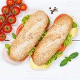 次级三明治整个五谷五谷长方形宝石用乳酪和火腿为 免版税库存照片