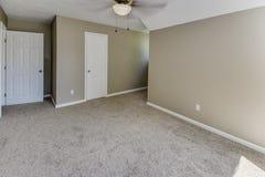 次要卧室在一个典型的家 免版税库存图片