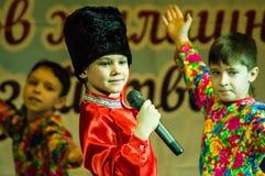 欢乐事件致力了于天住房和共同服务的工作者在卡卢加州(俄罗斯) 2016年3月17日 免版税库存照片