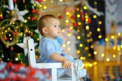 欢乐内部的美丽的小女孩 库存图片