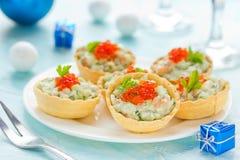欢乐圣诞节开胃菜果子馅饼充塞了用三文鱼沙拉a 免版税库存图片