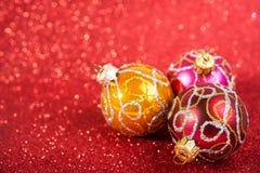 欢乐圣诞节葡萄酒装饰, 3个中看不中用的物品 免版税图库摄影