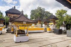 欢乐地装饰的印度寺庙Pura Ped,在努沙Penida巴厘岛, Indon 库存照片