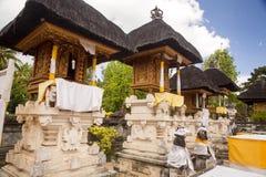 欢乐地装饰的印度寺庙Pura Ped,在努沙Penida巴厘岛, Indon 免版税库存照片