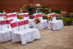欢乐婚礼椅子装饰 免版税库存照片