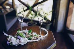欢乐婚姻的玻璃 免版税库存照片