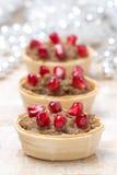 欢乐开胃菜-与肝泥和石榴的果子馅饼 库存图片