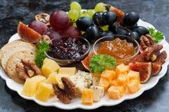 欢乐开胃菜-乳酪、果子和果酱,特写镜头 免版税图库摄影