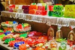 欢乐手工制造肥皂在里加圣诞节市场上 免版税库存照片