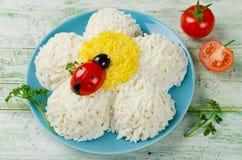 欢乐沙拉形状的春黄菊 免版税库存照片