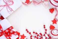 欢乐红色和白色题材圣诞节假日背景 免版税库存图片