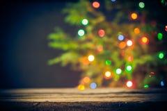 欢乐背景木桌圣诞树光 免版税库存图片