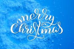 欢乐背景的疏散雪纹理与文本圣诞快乐 书法字法 库存图片