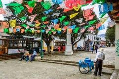 欢乐街道场面在圣克里斯托瓦尔de Las卡萨什,墨西哥 免版税图库摄影