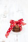 欢乐被包裹的巧克力自创曲奇饼 免版税库存照片