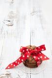 欢乐被包裹的巧克力自创曲奇饼 免版税库存图片