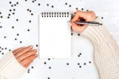 欢乐装饰和笔记本 免版税库存图片