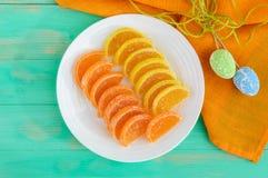 欢乐以柑橘切片的形式甜点五颜六色的果冻糖果,报道用糖 库存图片