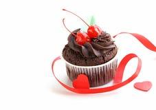 欢乐(生日,情人节)杯形蛋糕 免版税库存图片