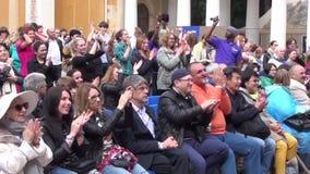 欢呼在XI国际性组织爵士节Usadba爵士乐的露天音乐会的人们 影视素材