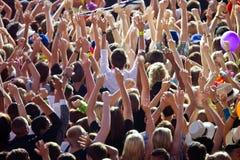 欢呼的人群 免版税库存照片