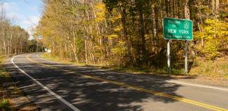 欢迎光临纽约帝国国界路标 免版税库存图片