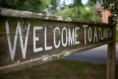 欢迎到在Olmsted线性公园的亚特兰大标志 免版税库存图片
