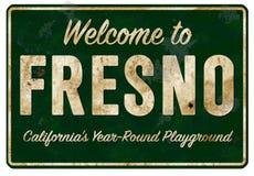 欢迎到弗雷斯诺Californa高速公路减速火箭标志的难看的东西 库存照片