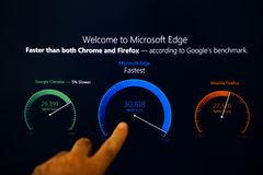 欢迎到微软边缘触摸屏按钮 免版税库存图片