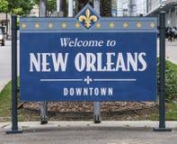 欢迎到新奥尔良街市标志-新奥尔良,路易斯安那- 2016年4月18日 免版税库存照片