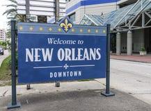 欢迎到新奥尔良街市标志-新奥尔良,路易斯安那- 2016年4月18日 库存照片