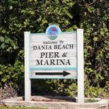 欢迎到Dania海滩码头和小游艇船坞标志 免版税库存图片