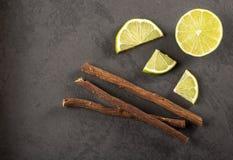 欧亚甘草根和柠檬-甘草glabra 免版税库存图片