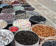 欧亚甘草糖果的各种各样的类型在架子的在街市上 免版税库存照片