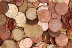 欧元硬币顶视图关闭 库存图片