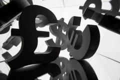 欧元,美元与许多镜象的货币符号的本身 免版税图库摄影