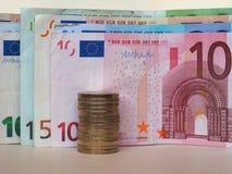 欧元& x28; EUR& x29;纸币和硬币、欧盟& x28; EU& x29; 免版税库存照片