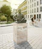 欧内斯特・索尔维雕象在布鲁塞尔的中心 库存图片