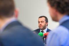 欧内斯特贝尔尼在ABLV银行的新闻招待会在里加 库存照片
