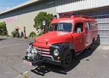 欧宝闪电战在前法兰克福Bonames机场的站点的消防车 库存照片