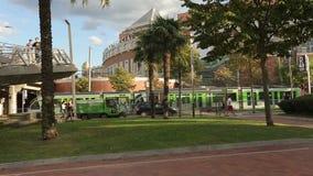 欧洲城市生活,电车搭载乘客,自治都市为干净的街道服务 影视素材